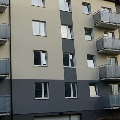 okna w budynku 27