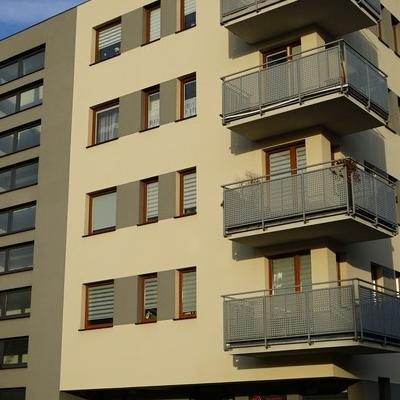 okna w budynku 23