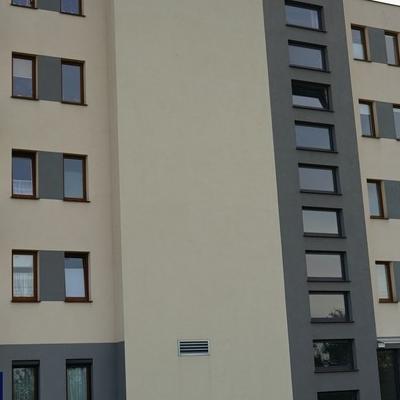okna w budynku 20