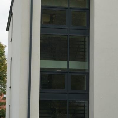 okna w budynku 14