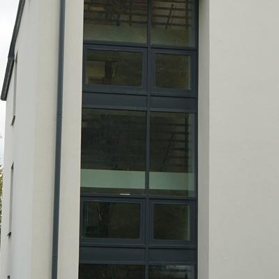 okna w budynku 12